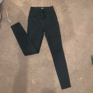BDG HIGH RISE BLACK JEANS. PERFECT CONDITION. 25.